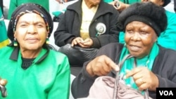 Baphelekezela iqhawe elisanda kukhothama uNkosikazi Winnie Madikizela Mandela.