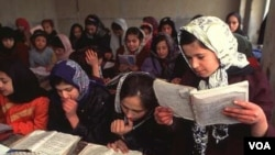 Girl students of different ages in class at Lycee Ferdeusi in Kabul, Pakistan. (UNESCO/Manoocher)