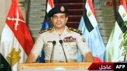 Menteri Pertahanan dan pemimpin Angkatan Darat, Abdelfatah al-Sissi memberikan pernyataan langsung mengenai pengambil-alihan pemerintahan di Mesir, Rabu malam (3/7).