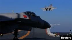 中國軍機和航母2016年12月14日在渤海演習
