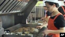북한서 햄버거 인기...중국 지난해 관광객 감소