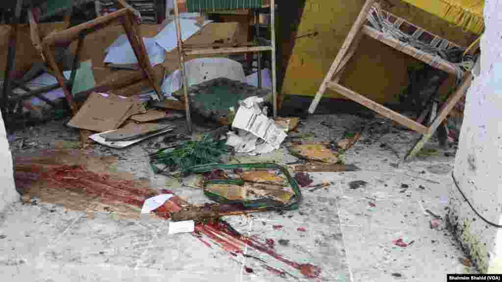 Photo from scene of suicide bombing targeting a court complex in Mardan, Khyber Pakhtunkhwa province, Pakistan, Sept. 2, 2016.  (Photo: VOA Urdu Service)