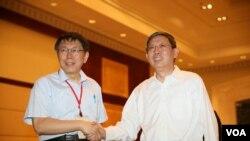 台北市长柯文哲与上海市长杨雄握手(台北市政府)