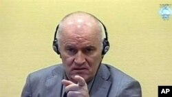 前波黑塞族軍隊司令姆拉迪奇星期五在海牙聯合國戰爭罪法庭﹐接受有關他在波斯尼亞戰爭期間犯有種族屠殺罪行指控的庭訊