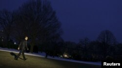 U.S. President Barack Obama walks to Marine One as he departs from the White House in Washington, Jan. 28, 2016. Obama traveled to Baltimore to speak to the House Democratic Issues Conference.
