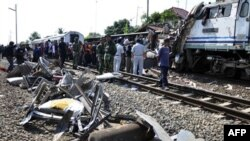 Столкновение двух поездов на острове Ява, 2 октября 2010