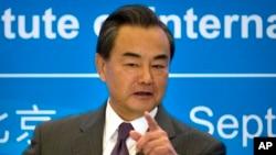 Ngoại trưởng Trung Quốc Vương Nghị phát biểu tại hội thảo kỷ niệm 10 năm ngày Bắc Triều Tiên đạt được thoả thuận với 5 cường quốc thế giới về vấn đề hạt nhân, ở Bắc Kinh, 19/9/2015.