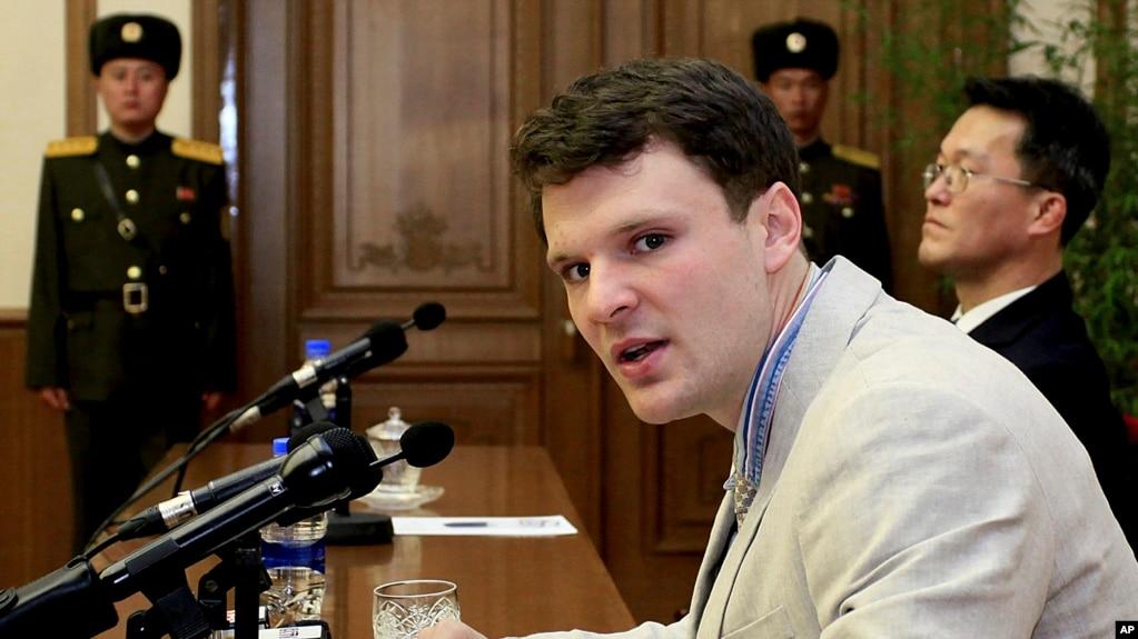 Sinh viên Mỹ Otto Warmbier tại buổi họp báo ngày 29/2/16 tại Bắc Triều Tiên.