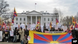 美国各界抗议中国国家副主席习近平访美
