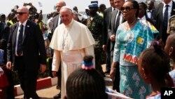 Arrivée du pape François à Bangui, le 29 novembre 2015. (AP Photo/Jerome Delay)