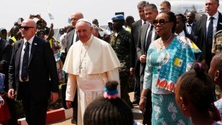 Đức Giáo Hoàng Phanxicô đến Bangui, Cộng hòa Trung Phi, ngày 29/11/2015.