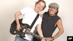 Los australianos Angus Young y Brian son los fundadores de AC/DC