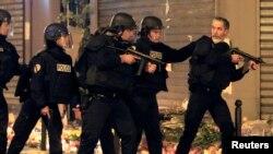 Police react to a suspicious vehicle near Le Carillon restaurant following a series of deadly attacks in Paris, Nov. 15, 2015.