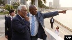 Le Premier ministre portugais, Antonio Costa, à côté du ministre des Affaires étrangères de l'Angola, Manuel Augusto, lors d'une visite dans la capitale angolaise, le 17 septembre 2018.