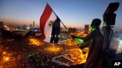 Người biểu tình tụ tập tại Quảng trường Tahrir phản đối Tổng thống Mohammed Morsi, ở Cairo, Ai Cập, 28/6/2013