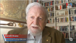 Former Australian Foreign Minister Gareth Evans, a key initiator of the 1991 Paris Peace Agreement, has urged Cambodian people to remain optimistic and educate young people about the country's past and the way forward