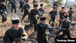 북한 조선중앙통신이 보도한 노농적위대 훈련 장면. (자료사진)