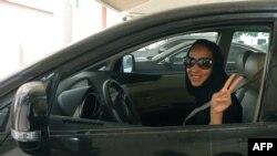 Manal al-Sharif mace dake fafutikar samarwa mata 'yanci a Saudiyya wadda tace tana samun sakon yiwa rayuwarta barazana