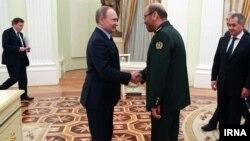 روزنامه روسی کامرسانت خبر داده که ایران به دنبال خرید ۸ میلیارد دلار تسلیحات نظامی از روسیه است.