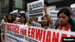 Para TKI di Hong Kong melakukan aksi unjuk rasa menuntut perlindungan yang lebih memadai terhadap para pekerja migran setelah terungkapnya kasus penyiksaan Erwiana Sulistyaningsih oleh majikannya di Hong Kong (foto: ilustrasi).