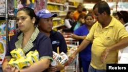 El gobierno asegura que las máquinas captahuellas buscan combatir la escasez de alimentos.