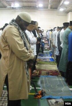 Tak hanya warga Indonesia, warga Muslim non-Indonesia pun bergabung dengan sholat berjemaah Idul Fitri di Boehrer Park, Selasa (30/8).