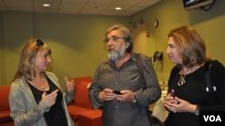 Режиссер Евгений Арье с Марией Шкловер (слева) и Ириной Шабшис, организаторами фестиваля «Вишневый сад»)