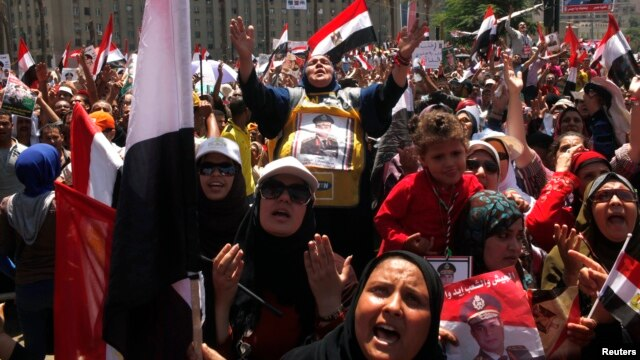 Anti-Morsi protesters carrying posters of army chief Abdel Fattah el-Sissi chant slogans at a mass rally to support the army, in Cairo's Tahrir Square, July 26, 2013.