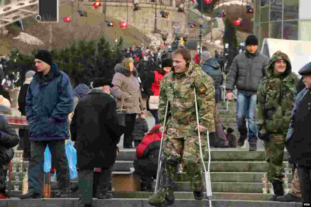 Український військовий на Майдані Незалежності
