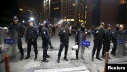 Polisi Turki melakukan penjagaan keamanan di Istanbul (31/3).