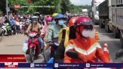 Sài Gòn nới phong toả, hàng vạn người bỏ phố về quê   Truyền hình VOA 5/10/21