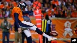 Britton Colquitt, de los Denver Broncos, tuvo que pagar 1.800 dólares para que su bebé pueda asistir al Super Bowl.