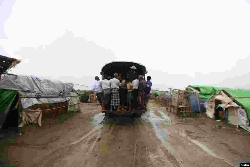 A vehicle moves internally displaced Rohingya to a safer place ahead of Cyclone Mahasen at a camp outside of Sittwe, Burma, May 16, 2013.