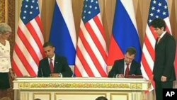 US President Barack Obama (l) and Russian President Dmitry Medvedev (file photo)
