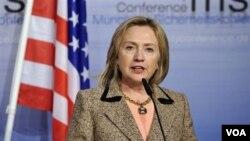 Menlu AS, Hillary Clinton berbicara dalam konferensi keamanan di Munich, Jerman Sabtu (5/2).