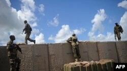索馬里政府軍在首都摩加迪沙南部的一個軍事基地巡邏(2018年6月13日)