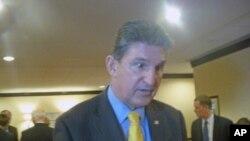 联邦参议员乔•曼钦(Senator Joe Manchin)接受美国之音采访