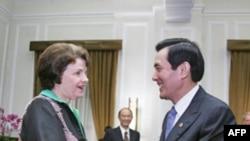 台湾总统马英九5日在台湾会见美参议员范斯坦