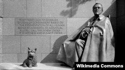 Bức tượng TT Franklin Delano Roosevelt tại Franklin Delano Roosevelt Memorial, Washington, D.C.