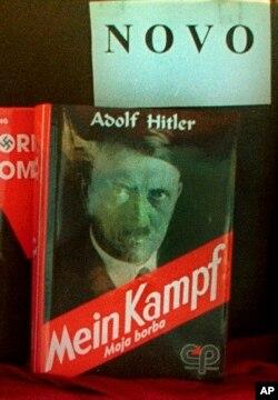 萨拉热窝市中心书店展出阿道夫·希特勒《我的奋斗》。该书70年版权到2016年期满,书稿进入公共领域。