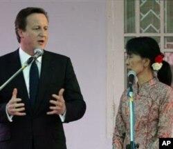 នាយករដ្ឋមន្រ្តីអង់គ្លេស David Cameron និងលោកស្រី Aung San Suu Kyi មេដឹកនាំគណបក្សប្រឆាំងនៃប្រទេសភូមា។