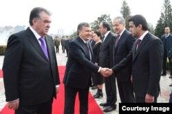 O'zbekiston rahbari Shavkat Mirziyoyev 2018-yilda Dushanbega borganida Rustam Emomali bilan tanishgan