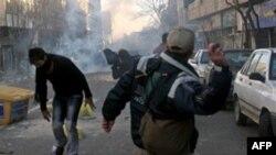 Участники протестов в Тегеране