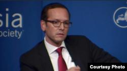 Ông Evan Medeiros, giám đốc cao cấp cho sự vụ Châu Á tại Hội đồng An ninh Quốc gia Tòa Bạch Ốc dưới thời Tổng thống Obama từ năm 2013 đến năm 2015.
