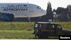L'appareil d'Afriqiyah Airways sur le tarmac de l'aéroport de La Valette, Malte, le 23 décembre 2016