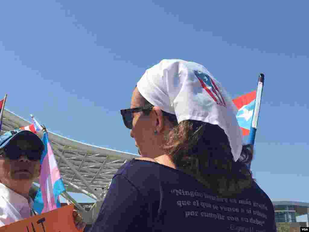 """Muchos puertorriqueños no están de acuerdo con la respuesta de EE.UU. ante la destrucción dejada por el huracán María en la isla. La consideran """"deficiente""""."""