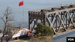 对朝贸易物资从这里运往朝鲜(美国之音张楠拍摄)