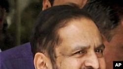 New Delhi Commonwealth Games organizing committee chairman Suresh Kalmadi, who was fired from his job in January, arrives at the Central Bureau of Investigation (CBI) office in New Delhi, Apr 25 2011