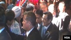 台灣馬英九總統被安全人員簇擁入場。(美國之音記者包小祥拍攝)