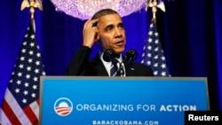 El presidente Barack Obama hace una pausa durante un discurso sobre el Obamacare. Su popularidad ha sufrido a raíz de los problemas del portal de Salud.